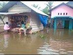 warga-terendam-banjir.jpg