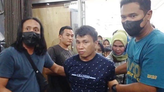 Tiga pelaku pencurian yang tertangkap tangan mengutil di AJ Mart Pangkalbalam saat diamankan Tim Naga Satreskrim Polres Pangkalpinang, Sabtu (1/5/2021).