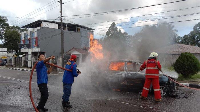 Warga Belitung Kaget, Terdengar Ledakan, Mobil Avanza Hanggus Terbakar, Ada Tangki Modif dan Jeriken