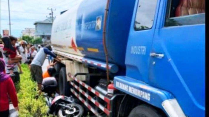 Sopir Truk Tangki BBM Tabrak Pengendara Motor, Korban Terseret di Bawah Truk, Kakinya Terlindas