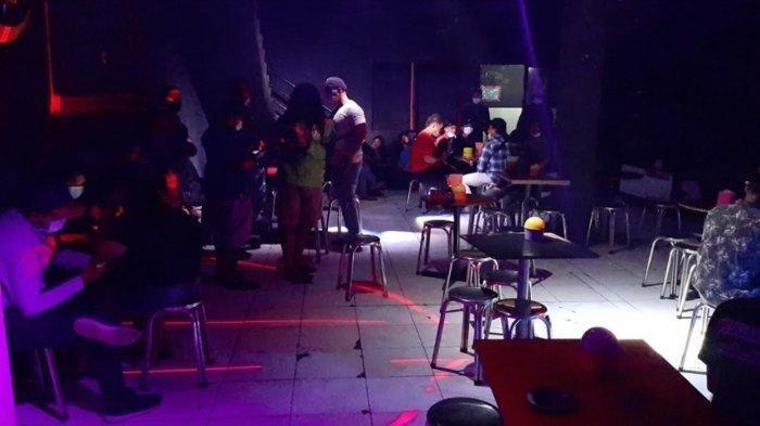 Kafe Ini Digrebek Melanggar Prokes Dalam PPKM Darurat, Pengunjung  Asyik Tenggak Miras Oplosan