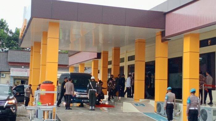 Kapolri Jenderal Listyo Sigit Prabowo dan Panglima TNI Marsekal Hadi Tjahjanto, akhirnya tiba di Polda Kepulauan Babel