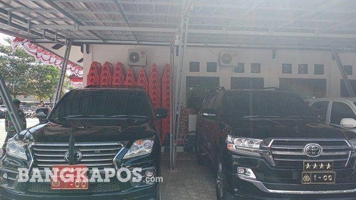 Rencananya mobil mewah ini akan digunakan Kapolri Jenderal Listyo Sigit Prabowo dan Panglima TNI Marsekal Hadi Tjahjanto, saat berkunjung ke Babel. Tampak mobil terparkir di Gedung Direktorat Lalu lintas Polda Kepulauan Bangka Belitung, Sabtu (14/8/2021) pagi. (Bangkapos.com/Anthoni Ramli)