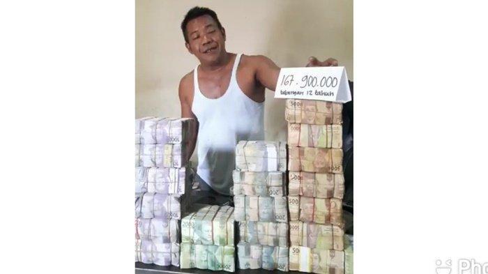 Seorang Warga di Belitung Timur Kumpulkan Uang Receh Selama 12 Tahun Buat Beli Ambulance untuk Warga