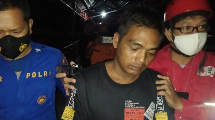 Dua orang nelayan yang berhasil diselamatkan setelah terjadinya tabrakan antara perahu nelayan Camar Laut dengan kapal tungboat Lintas Gemilang pada Jum'at (01/10/2021) lalu.