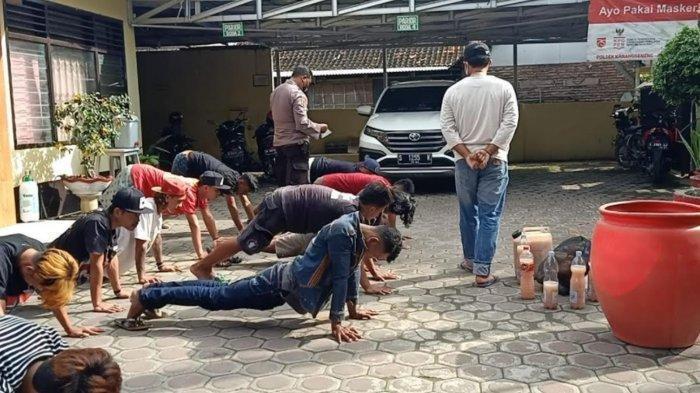 Polisi Grebek Pemuda Yang Diduga Saat Pesta Miras, Dibina Diberi Hukuman Push Up