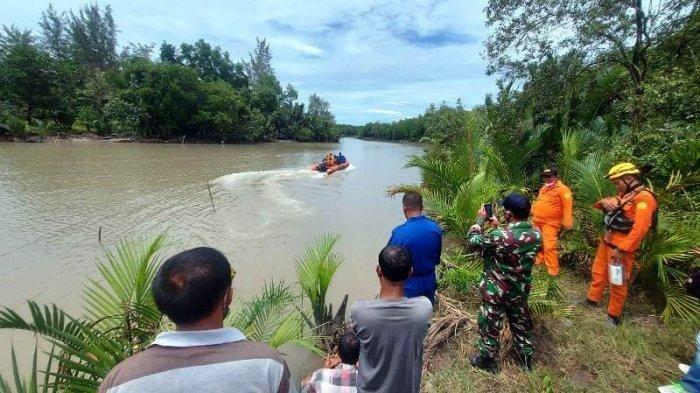 ILUSTRASI: Suasana pencarian korban diterkam buaya di Sungai Manggar, Kamis (1/4/2021).