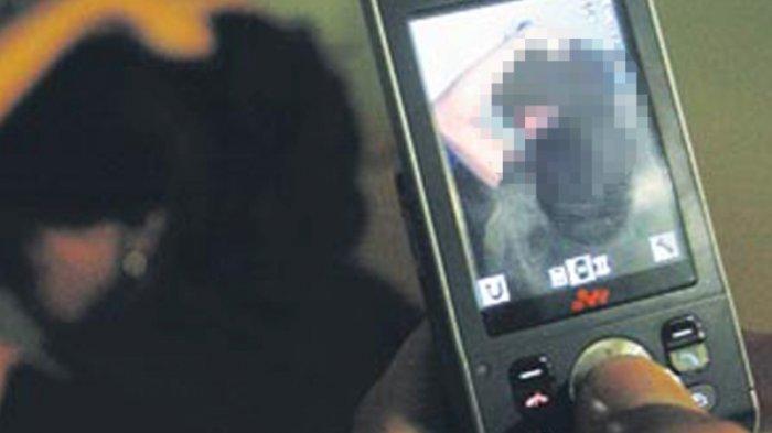 Kaget Bak Disambar Petir, Ayah Nonton Video Syur Dikirim Kerabat, Adegan Diperankan Mirip Anaknya