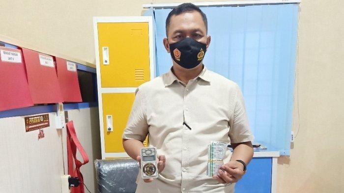 Seorang Pemuda Di Indramayu, Edar Obat Farmasi Tanpa Ijin, Ribuan Butir Ditemukan Di Lemari Pakaian