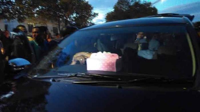 Sedang Berbuat Mesum di Mobil, Pria dan Gadis ABG Diamankan Aparat Kepolisian