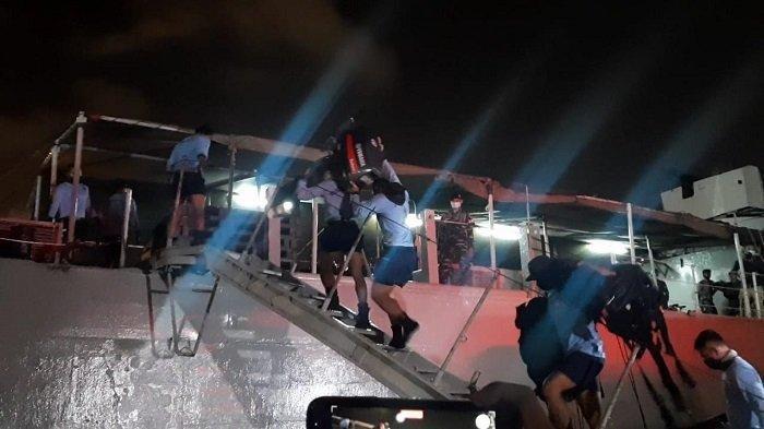 Pasukan elit mulai dari tim penyelam dan denjaka TNI AL dikerahkan untuk membantu pencarian pesawat Sriwijaya Air SJ SJ-182 yang jatuh di sekitar perairan Kepulauan Seribu, Sabtu (9/1/2021).
