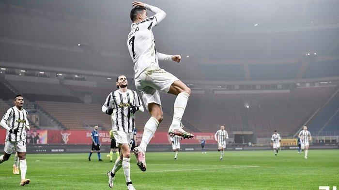 Pemain Juventus Cristiano Ronaldo melakukan selebrasi seusai mencetak gol ke gawang Inter Milan. Dalam hasil Coppa Italia babak semifinal leg pertama Inter Milan vs Juventus, Nerazzurri takluk di kandang lewat skor 1-2.