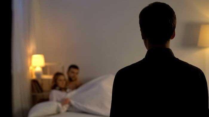 Lelah Usai Bercinta di Hotel Pasangan Mesum Kaget Didatangi Polisi, Panik Sembunyi Dibalik Selimut