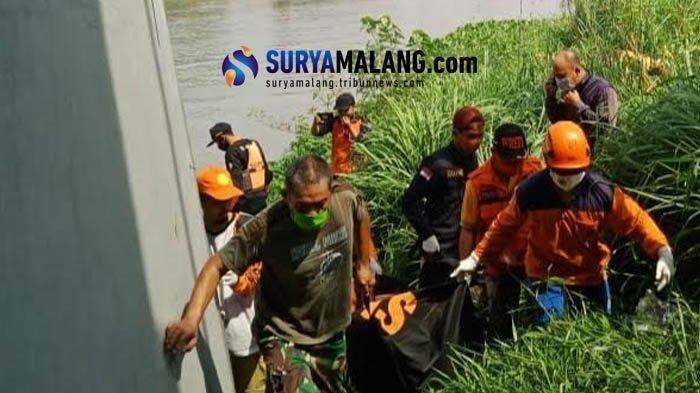 Warga Temukan Mayat Mengambang di Sungai Brantas