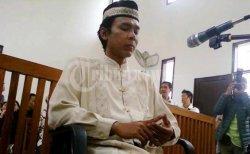Very Idham Henyansyah alias Ryan menjalani sidang perdana permohonan Pengajuan Kembali (PK) di PN Depok, Jabar (22/9/2011) Ryan melalui kuasa hukumnya memohon agar tidak dijatuhi hukuman mati.