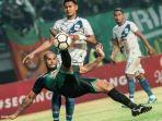 aksi-striker-persebaya-surabaya.jpg