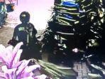 tangkapan-layar-cctv-seorang-pencuri-motor-beraksi-di-siang-bolong-di-puskesmas-pelabuhanratu.jpg