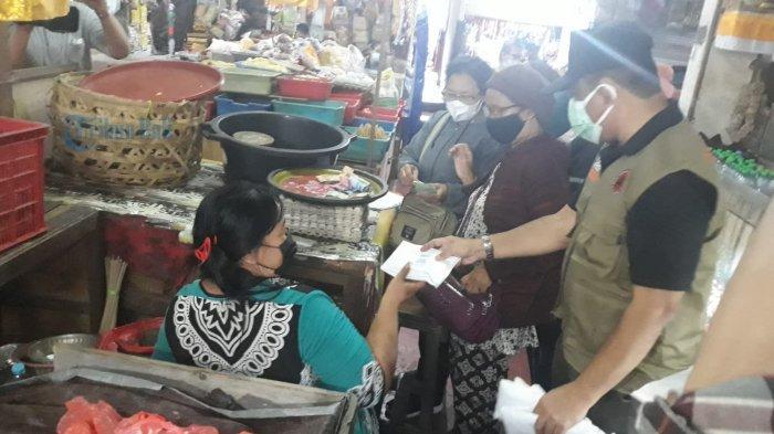 Bagikan Ribuan Masker di Empat Pasar di Bali, Suyasa: Pasar Berpotensi Menimbulkan Kerumunan