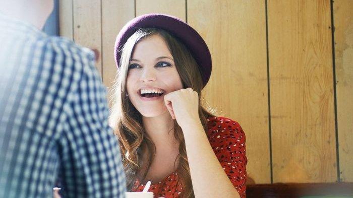 Sebelum Baper, Coba Cek Tanda-Tanda Perempuan Memang Menyukai Anda