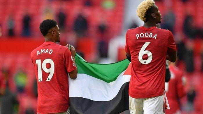 Solidaritas Bagi Palestina, 2 Pemain Manchester United Pogba dan Diallo Kibarkan Bendera Palestina di Stadion Old Trafford, Rabu 19 Mei 2021.