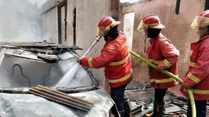 BREAKING NEWS - 2 Rumah dan 1 Unit Mobil Terbakar di Sesetan Denpasar