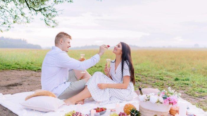 8 Zodiak Ini Dimabuk Asmara Hari Ini 11 Oktober 2021, Mereka Akan Menikmati Momen Romantis