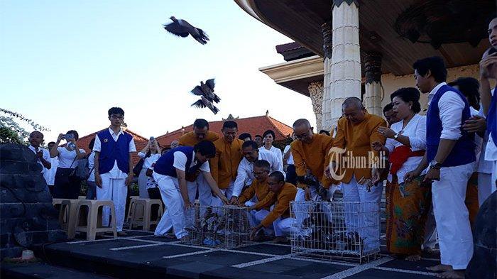 Ribuan Burung Dilepas dalam Perayaan Waisak, Simbolisasi Kebahagiaan Semua Makhluk
