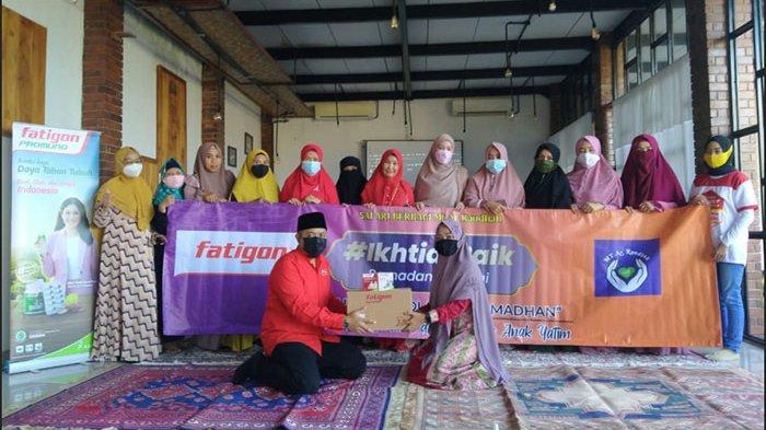 Acara Ramadhan Berbagi #IkhtiarBaik Majelis Talim Ar Raudhah dengan Fatigon Beri Santunan Anak Yatim