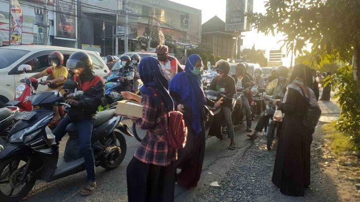 ACT dan HMC Bagikan Seribu Takjil di Simpang Mahendradata Denpasar