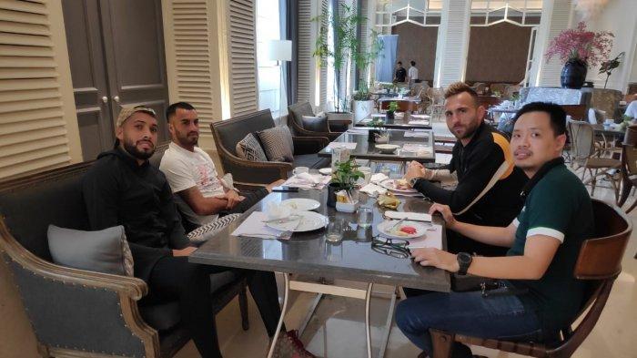 Beri Motivasi, Agen Pemain Gabriel Budi Kunjungi Sejumlah Pemain Bali United