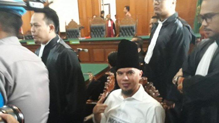 Ahmad Dhani Dituntut Satu Tahun Enam Bulan Penjara, Begini Tanggapan Anak Sulungnya Al Ghazali