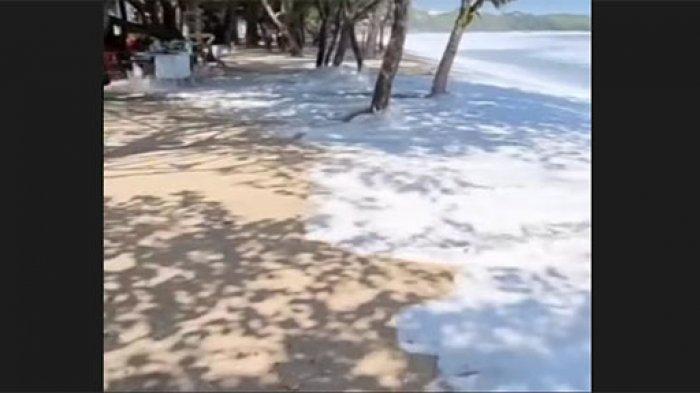 Air Laut di Kuta Badung Kembali Naik pada Minggu Siang, Satgas Pantai Pastikan Tidak Ada Kerusakan