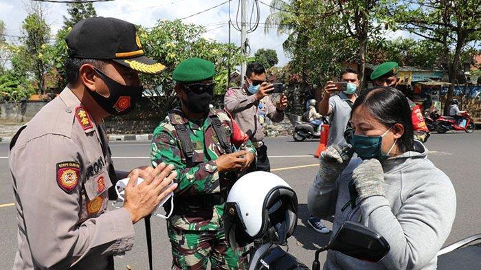 Kapolres Badung dan Instansi Terkait Bagikan Ribuan Masker ke Pengendara di Jalan Denpasar-Singaraja