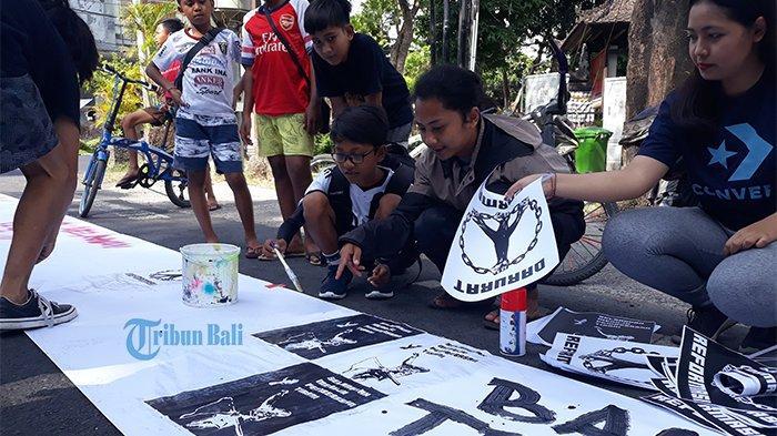 Seniman Gelar Aksi Bali Tidak Diam: RKUHP Hurts Like a Broken Heart