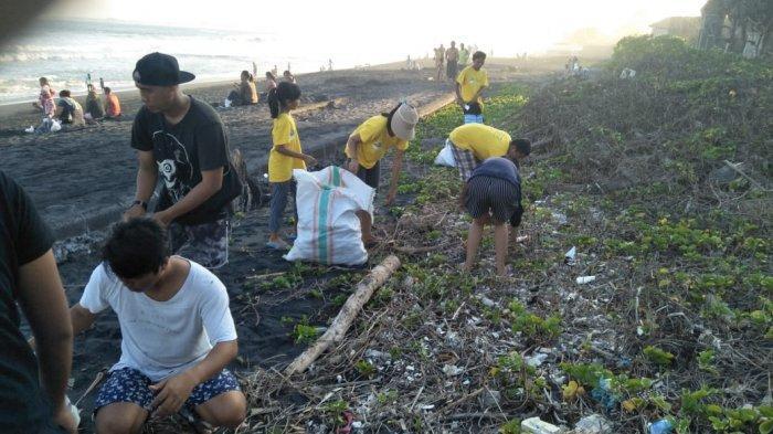 Muara Pantai Gumicik Gianyar Bali Selalu Dijejali Sampah, Ada Pembalut Hingga Popok Bayi