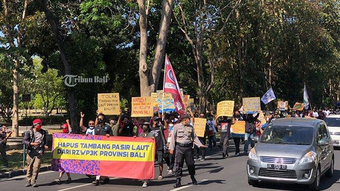 Aksi Damai Tolak Tambang Pasir Laut di Bali, Gendo Menduga untuk Persiapan Reklamasi