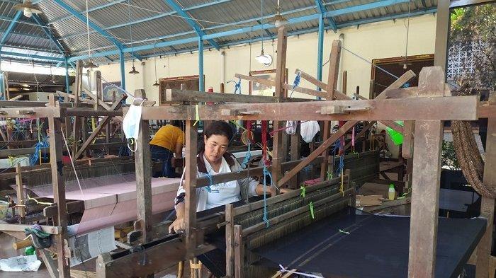 Perajin Endek di Gianyar Berharap Desainer Fashion Libatkan Perajin Endek