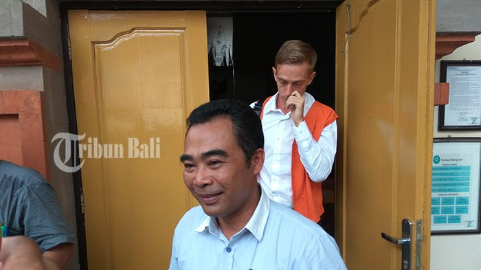 Terbukti Bersalah Menyalahgunakan Narkotik, WN Rusia Pikir-pikir Divonis 14 Bulan Penjara