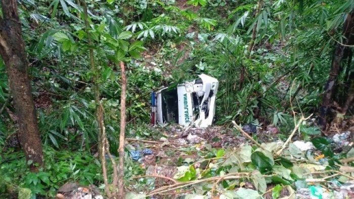 Angkut Jenazah, Ambulans Terperosok ke Jurang 10 Meter di Tejakula, Buleleng