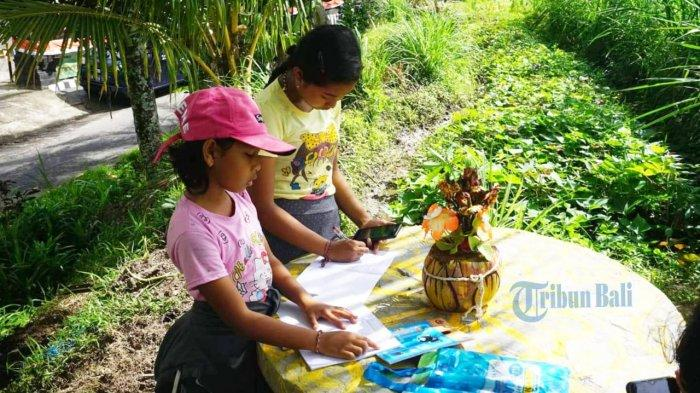 Akses Wifi Gratis, Anak-anak Sampai Belajar Daring di Polsek Klungkung