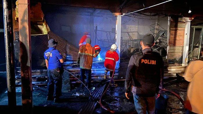 Diduga Akibat Korsleting Listrik, Bangunan Ruko di Desa Batur Bangli Terbakar, Kerugian Ratusan Juta