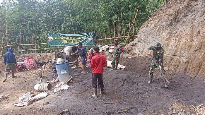 Kodim 1626/Bangli Bangun Senderan Sepanjang 550 Meter di Desa Pengotan