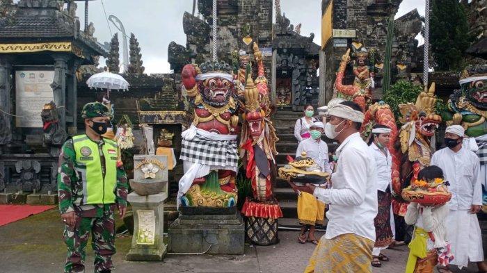 Pelaksanaan Hari Raya Galungan di Bangli Bali Dipantau Tentara