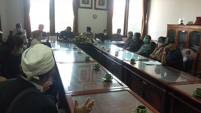 Kesulitan Tarik Uang, Nasabah Koperasi GASB 'Mesadu' ke DPRD Gianyar