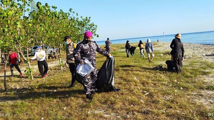 World Cleanup Day, Prajurit Lanal Denpasar Bersama Warga Bersihkan Pantai Tanjung Karang dari Sampah