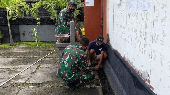 Pasang Wastafel, TNI AD di Bali Cegah Penyebaran Covid-19 di Tempat Ibadah dan Fasum