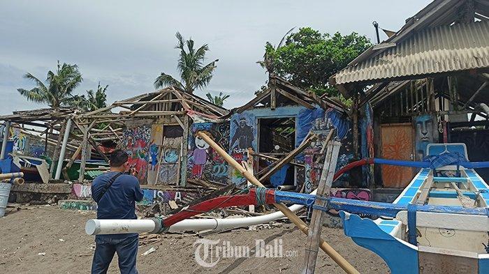 Angin Puting Beliung di Pantai Pererenan Canggu Bali, Belasan Atap Bangsal Hancur