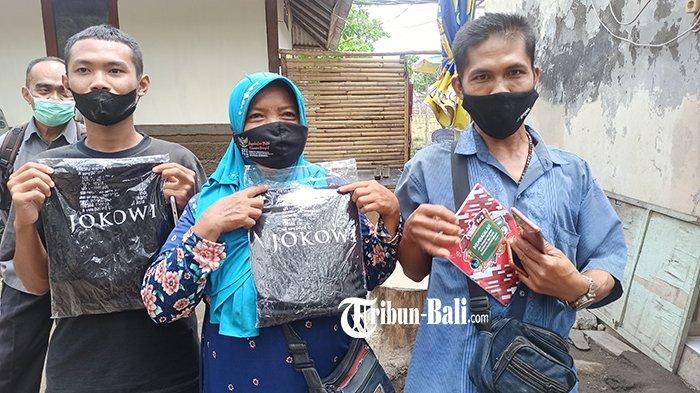 Anik Tak Menyangka Mendapatkan Kaos dari Jokowi