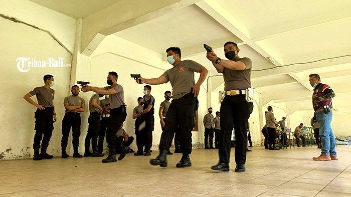 Antisipasi Aksi Teror, Personel Penjagaan Khusus di Polres KlungkungDilatih Keterampilan Menembak