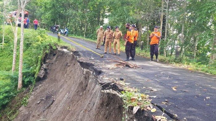Tebing di Jalan Pura Puncak Tedung Menuju Desa Sulangai Badung Longsor, Akses Jalan Terganggu